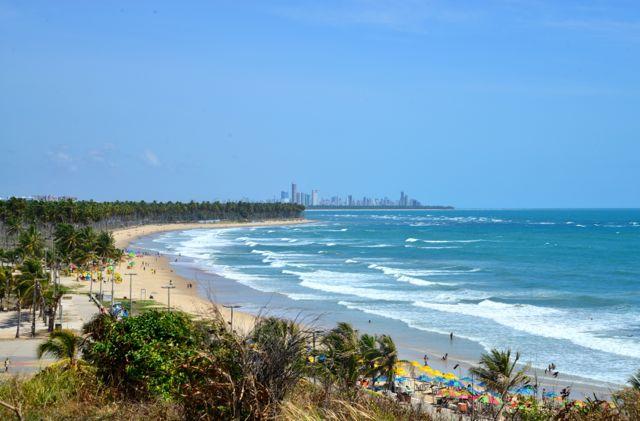 O belo mirante em Cabo de Santo Agostinho, com Recife ao fundo.