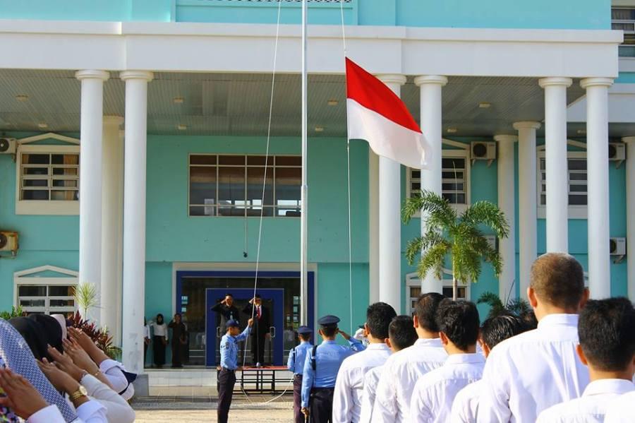 Upacara Bendera Memperingati HUT Kemerdekaan RI ke-71 di Halaman Rektorat UMRAH Dompak (Foto: Adi Pranadipa)
