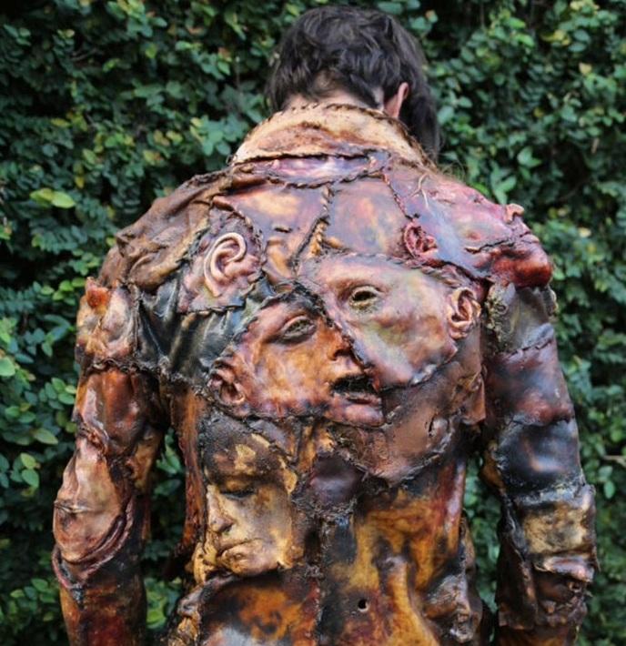 Roupas bizarras - Você usaria roupas inspiradas em carne humana?