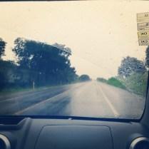 Indo de Campo Grande a Fátima do Sul numa manhã chuvosa.