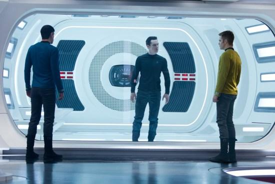 """""""Star Trek: Além da Escuridão"""" - Spock, Kirk e Harrison"""