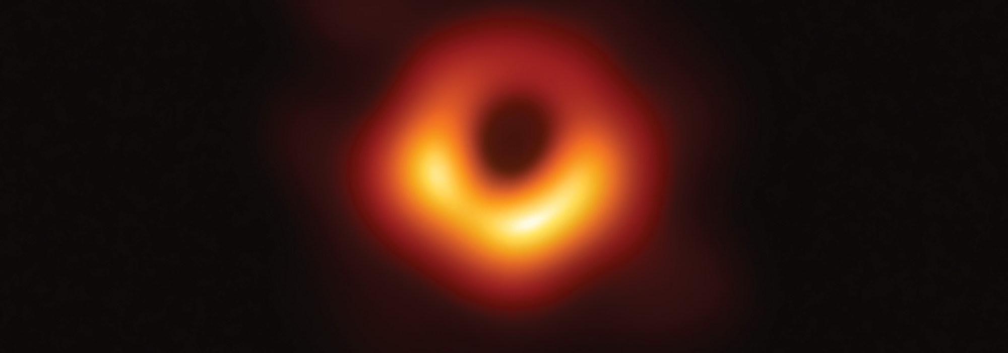 İlk Karadelik Fotoğrafı: Güneş'in 6.5 milyar katı