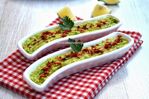 Acılı Avokado Salatası