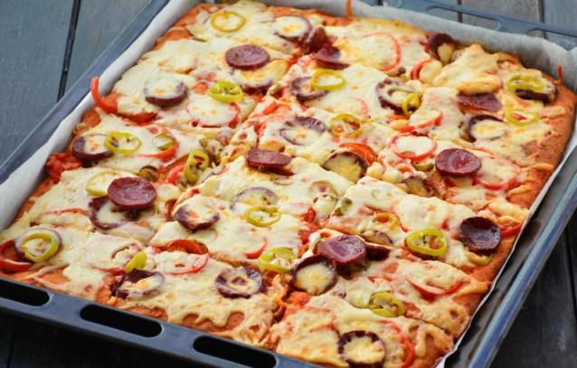 Tepsi  Pizza  Tarifi