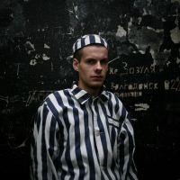 Hospede-se como prisioneiro em um hotel-prisão na Letônia.