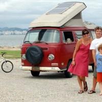 A família que resolveu viver em uma Kombi e viajar o mundo.