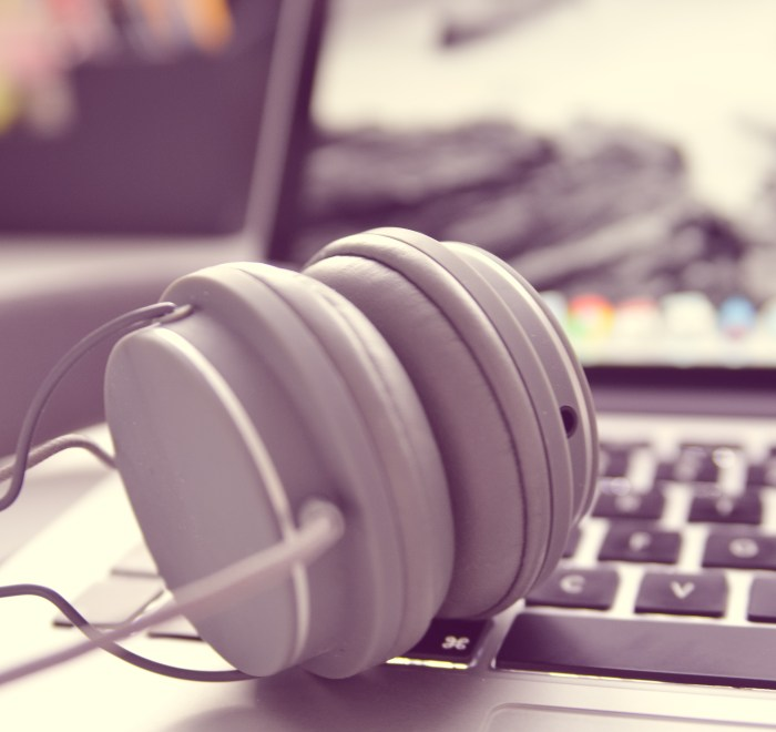 A photo of headphones on a laptop by TheAngryTeddy on Pixabay