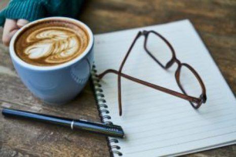 Écrire avec un bon café