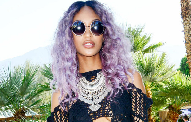 04212015_JourdanDunn_Coachella2015_BlackHair_Lavender_Purple_Wavy_Wig_MediumLength