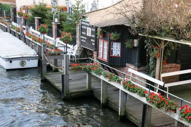Bruge canal