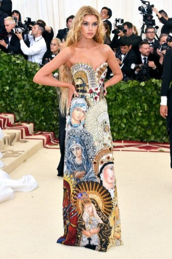 Stella Maxwell stunned in a Moschino creation.