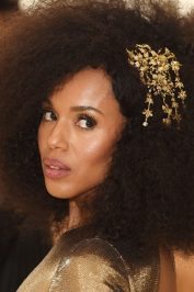 Kerry Washington opted for a halo of textured hair.