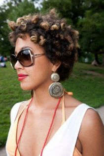 summer_hairstyles_blackwomen_blond-natural-hair
