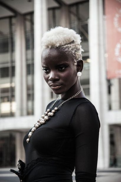 summer_hairstyles_blackwomen_blond_twa