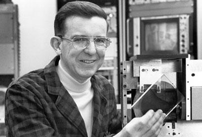 Первый прототип компакт-диска был изобретен украинским ученым 3