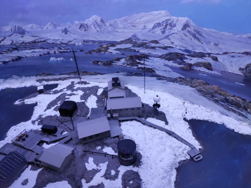 Начальник Антарктической экспедиции Юрий Отруба: «Едем обслуживать приборы» 17