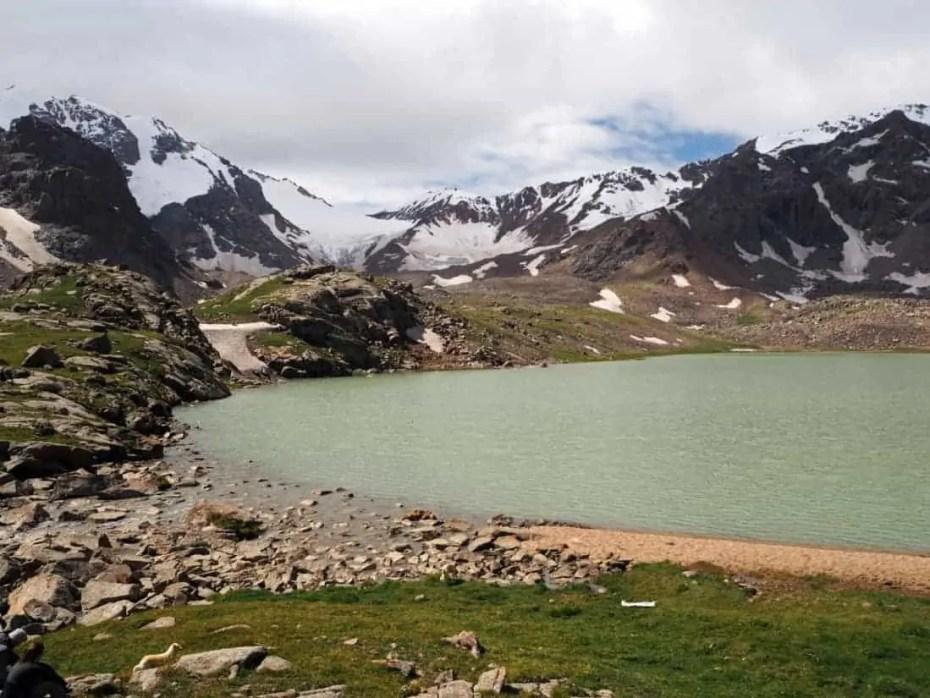 Lac et neiges éternelles