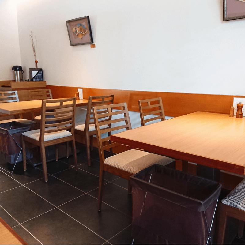 澤正のテーブル席