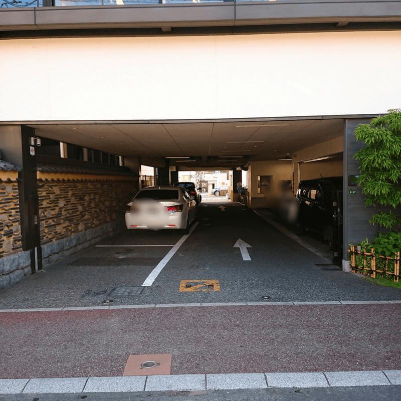 吉塚うなぎ屋の駐車場