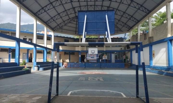 Padres de familia y docentes denuncian hacinamiento en Colegio de Piedecuesta