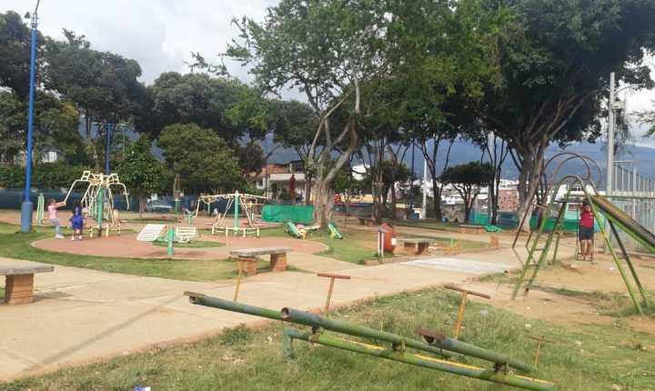 Incumplimiento de obras públicas en el Parque Los Canelos