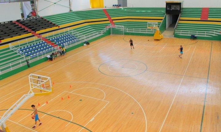 Pocos recursos y escenarios en mal estado para la práctica del baloncesto en Santander