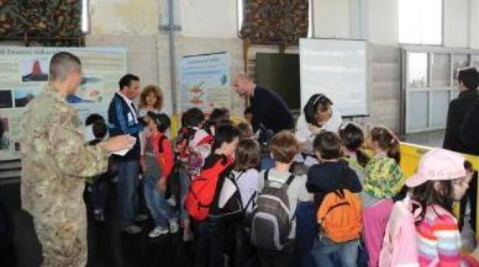 La pace e la solidarietà non passano dalla militarizzazione delle gite scolastiche