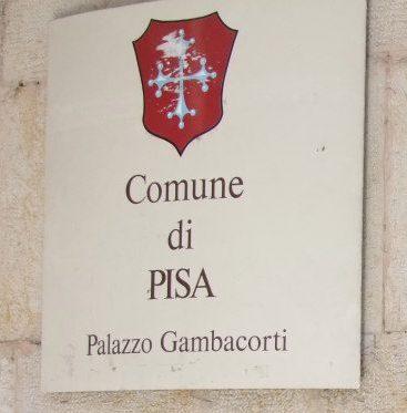 Pisa – Palazzo Gambacorti sotto assedio di se stesso