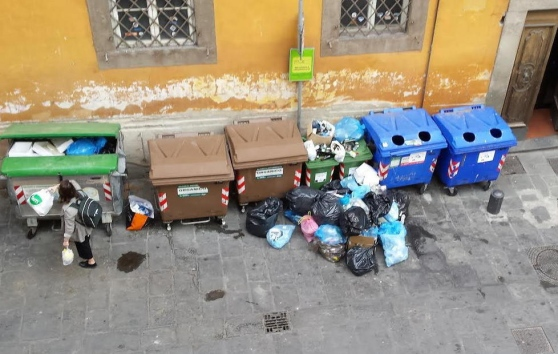 Cassonetti interrati in centro storico: ennesimo dietrofront del Comune e i cittadini pagano