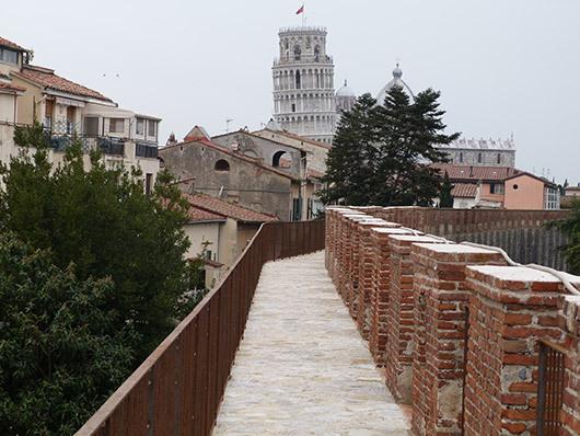 Dalle mura di Pisa due proposte per la città