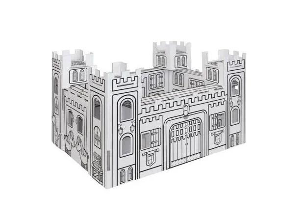 Jugando con un castillo de Cartón