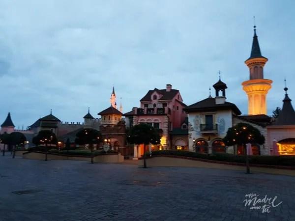 Disneyland París al amanecer