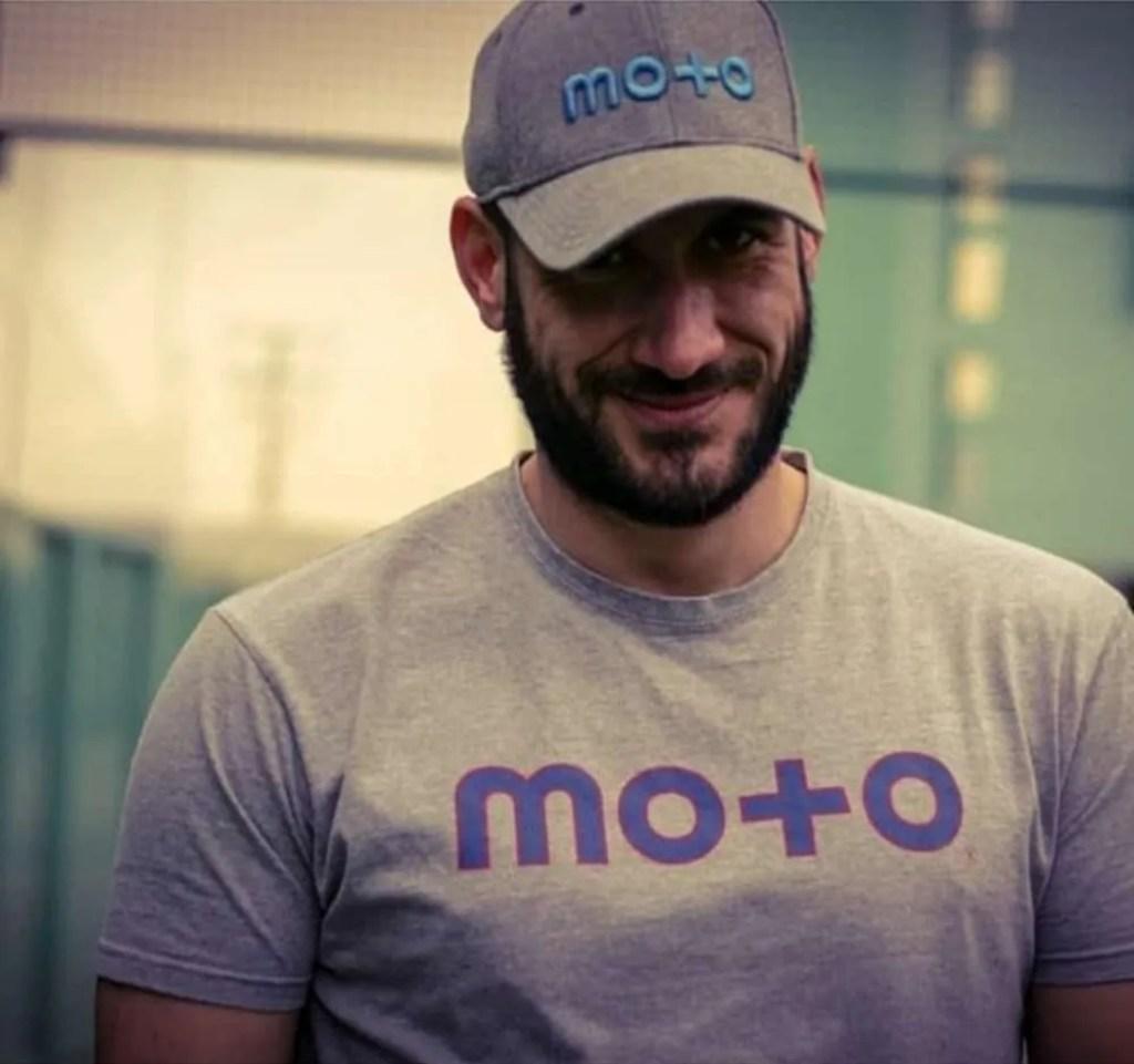 Camiseta y Gorra de Mo+o