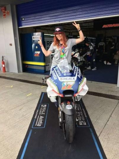 En la moto de Tito Rabat