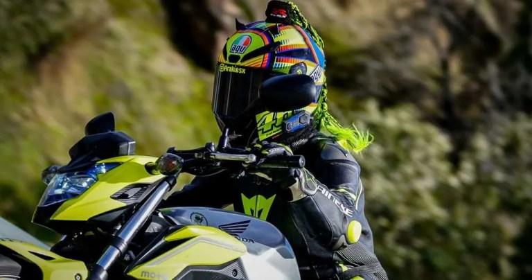 Se acabó el frío en las manos en moto. Consejos para encontrar puños calefactables