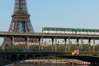 Paris_Métro_Ligne_6_Bir-Hakeim