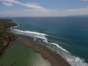 Waves at Rio Claro de Pavones
