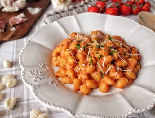 gnocchi-con-crema-di-peperoni-e-formaggio-spalmabile
