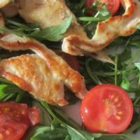 Straccetti di pollo rucola e pomodorini