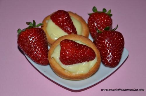 Crostatine con crema a limone e fragole