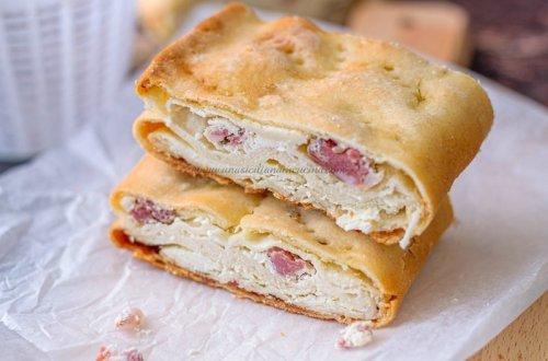 Focaccia siciliana ricotta e salsiccia