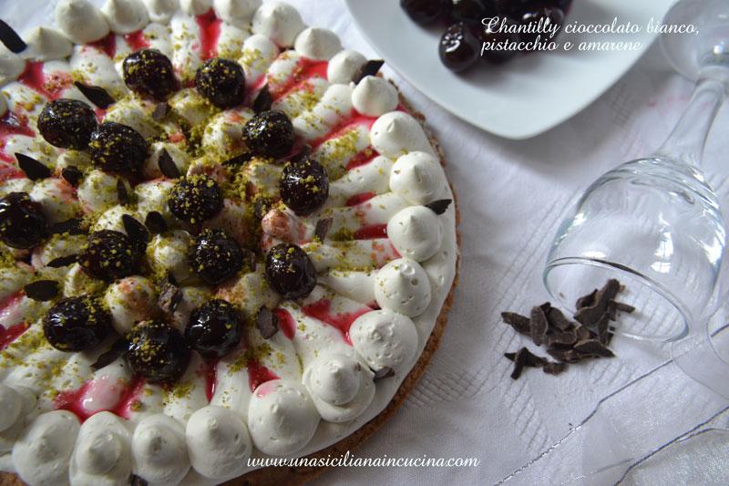 Chantilly-cioccolato-bianco,-pistacchio-amarene