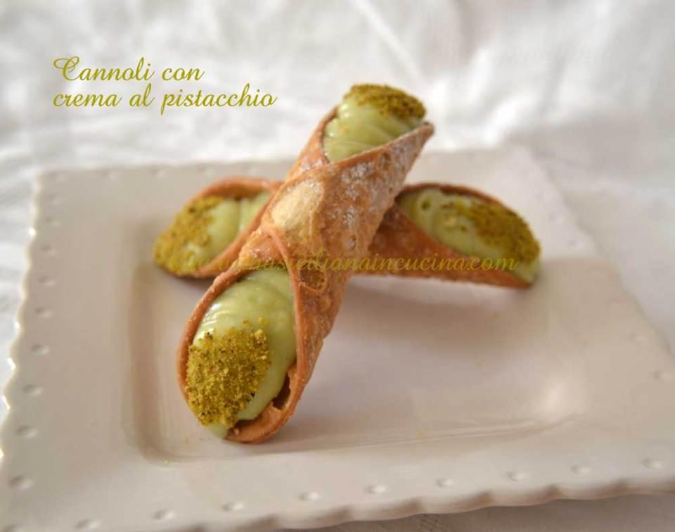 Cannoli-con-crema-pistacchio