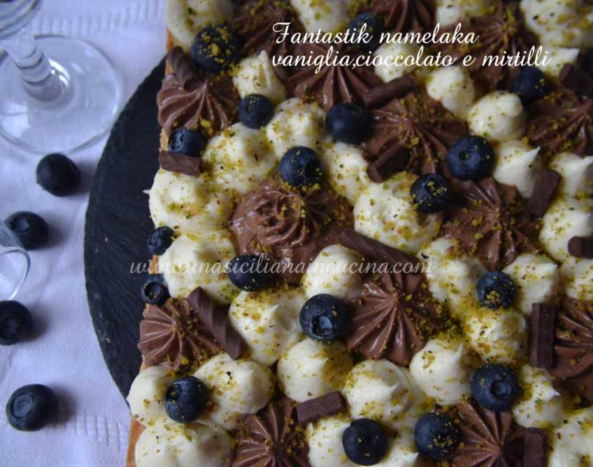 Fantastik-torta namelaka-vaniglia,cioccolato-e-mirtilli