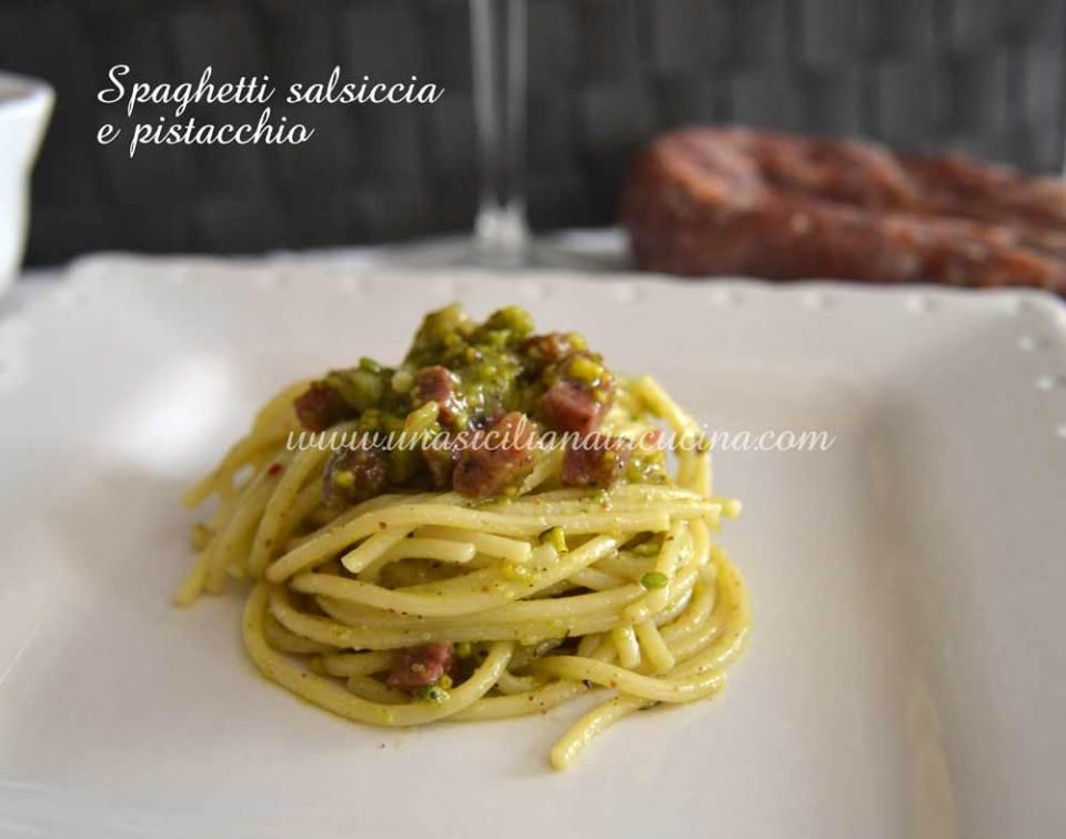 spaghetti salsiccia e pistacchio