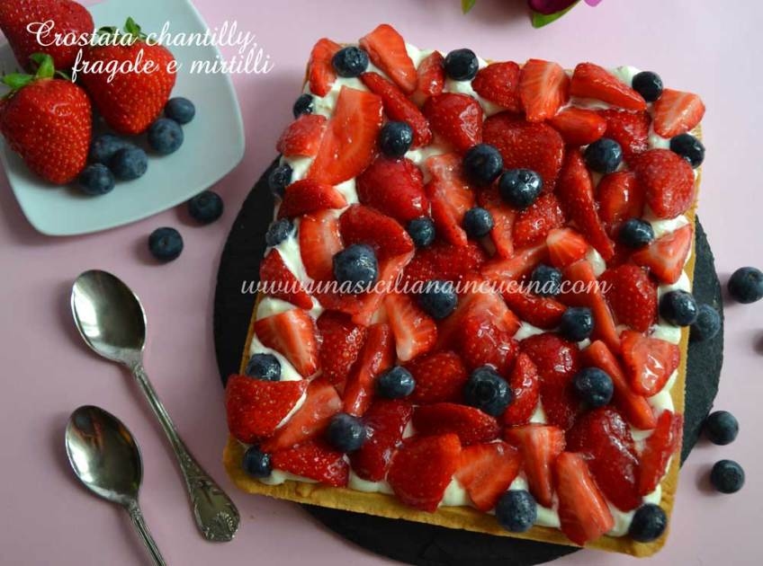 Crostata chantilly fragole e mirtilli