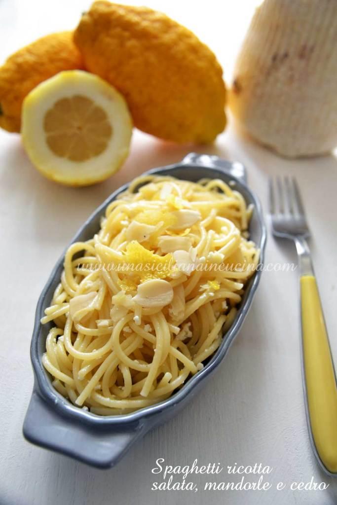 Spaghetti ricotta salata mandorle e cedro