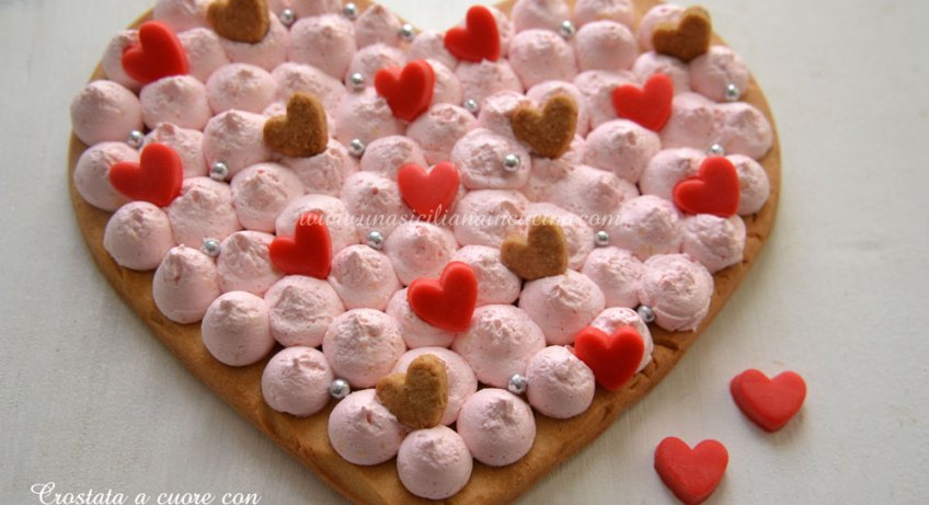 Crostata a cuore con chantilly italiana