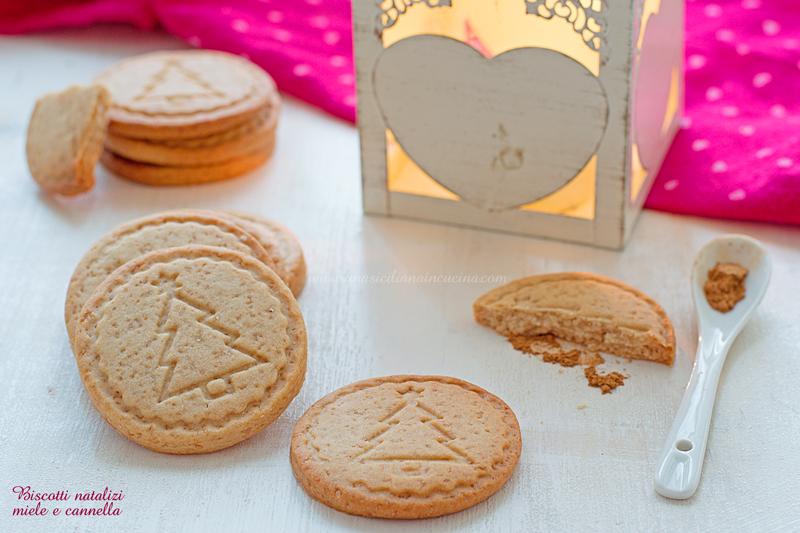 Biscotti natalizi miele e cannella