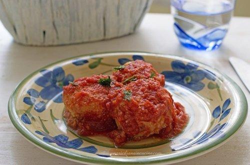 Polpette di ricotta con salsa di pomodoro
